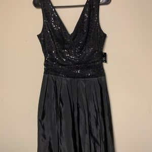 SLNY LITTLE BLACK DRESS SIZE 4